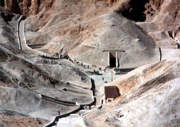 Valley of the Kings (source: http://nurdinsembelit.files.wordpress.com)