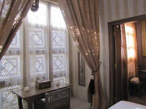 A writing alcove in the Dar Arabe suite